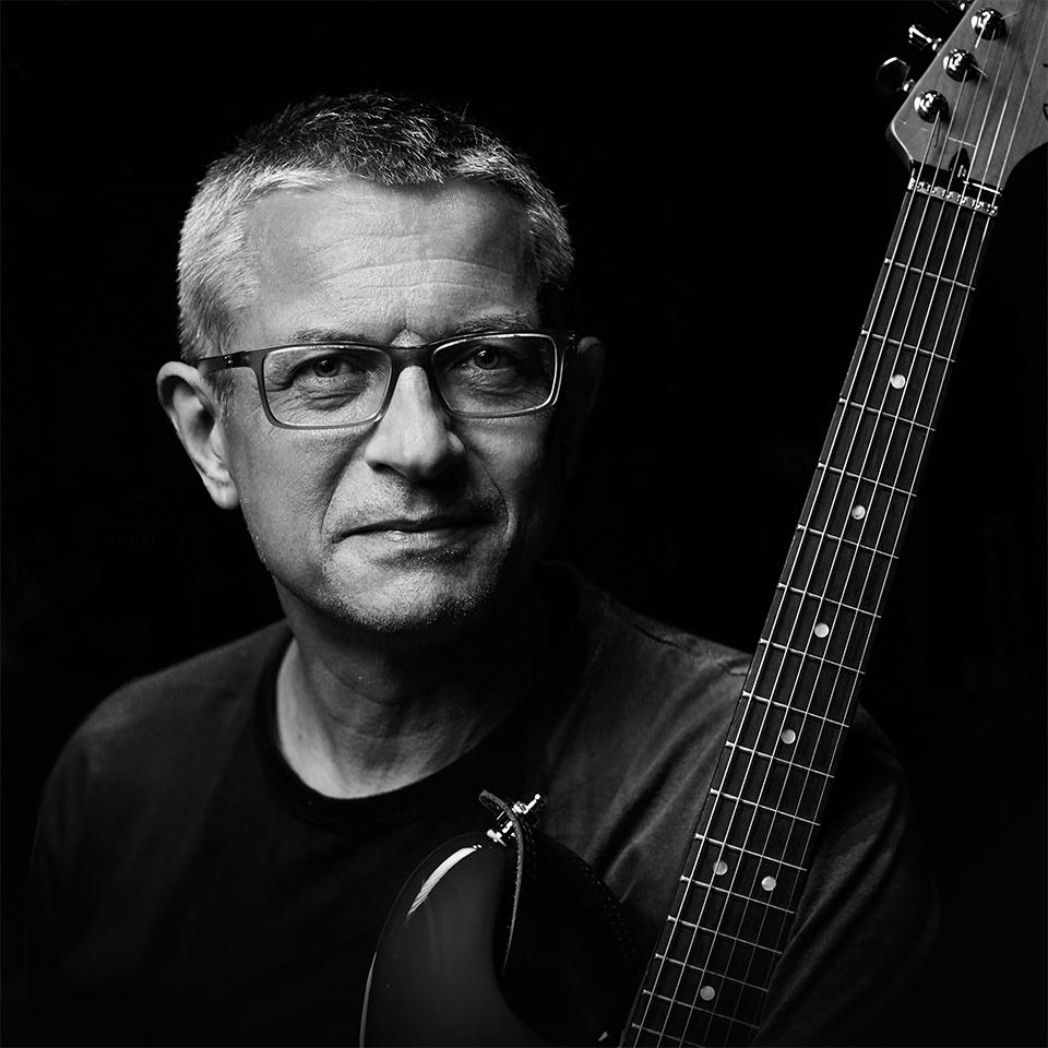 prof. Marcin Słojewski, gitara prowadząca